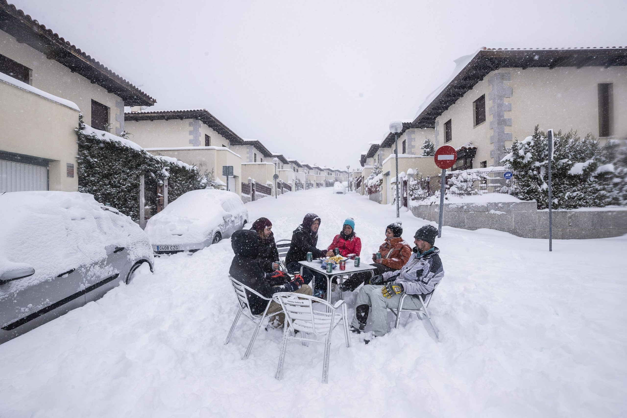 An unusual snow kills 4 people and stops most of Spain